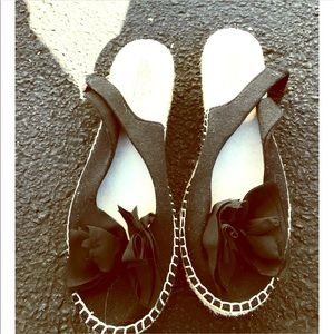 Shoes - ✨🖤Fall Slip-ons!🖤✨